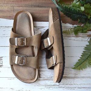 Shoes - ✨ Memory foam sandals size 8